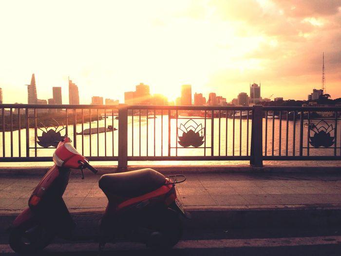 Piagio Zip Piagio Sunset Dusk Bridge Scooter Streetphotography Enjoying Life