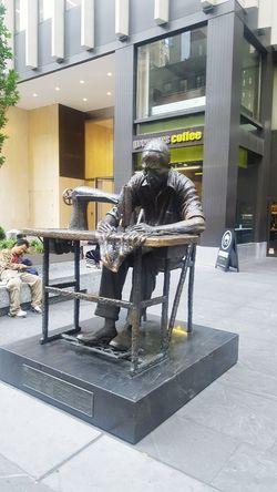 Streetphotography New York City ArtWork Statue Garment District