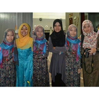 Prom night. This is my senior. Kiri : Kak Yad Tengah : Kak Matul /PKP Kanan : Kak Nurenggg They will sit for SPM examination tmorrow. Best of luck dear //@noorhamizatul