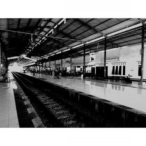 Stasiunpurwokerto Purwokerto INDONESIA Indah Blackandwhite Thebeautyofindonesia Trip to Jogja Lenovotography Pocketphotography Photostory Lzybstrd Journey