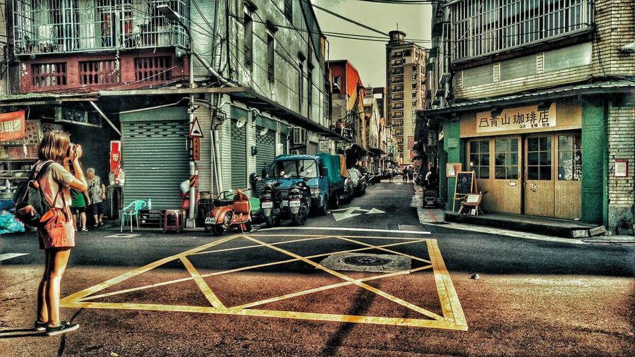 Outdoors Streetphotography Walking Around Light And Shadow Take Photos Enjoying The Sun Street Photography People Girl Coffee Shop看她邊走邊拍,應該也跟我一樣喜歡赤峰街這裡吧~