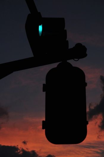 Traffic Lights Traffic Signal Apparatus Sunset Evning Sky Evening Streetphotography Street Photography OpenEdit Snapshot