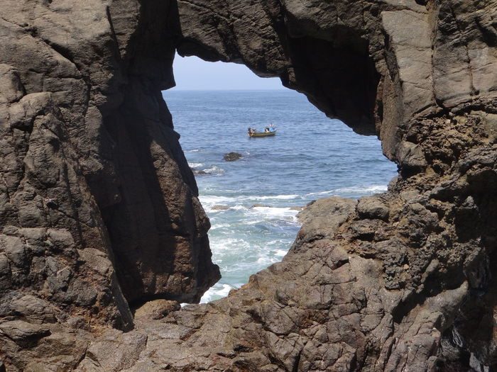 Ventana En Los Roquerios En La Costa De