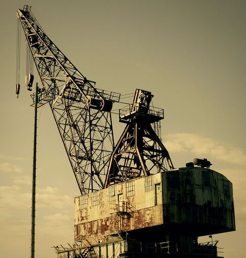 Old but gold Built Structure Crane - Construction Machinery Cranespotting Cranes And Construction Craneaddicted  Philadelphia Pennsylvania Philadelphia Shipyardlife