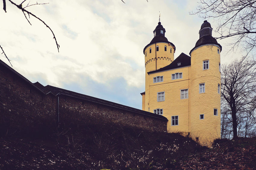 Castle Nümbrecht Oberberg Schloss Homburg Top Tree Winter Building Building Exterior Old Buildings Old Times Outdoors Selective Focus Sky Window Yellow