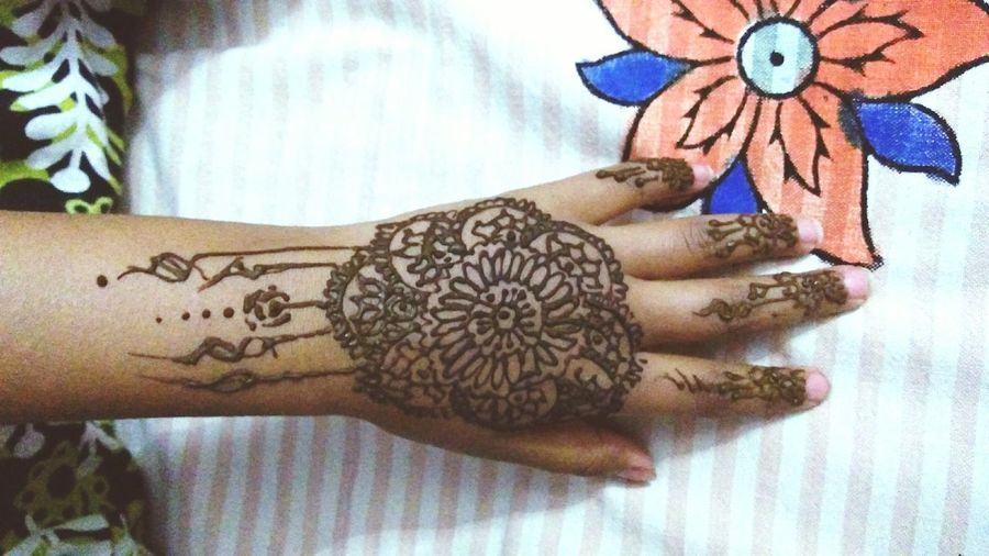 Mehandiart Mehandi  Indoors  Bed Real People One Person Close-up Design Designed By Me Designed By Me HennaLove Henna Designs