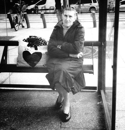 Certaines en ont tellement vu, entendu ou soupé, que le regard s'en est vidé ... Le cœur lourd, trop même, qu'il en est devenu à la limite du supportable et ont préféré l'envelopper et le transporter dans un sac à l'abris du regard des voyeurs Une Fois N'est Pas Coutume
