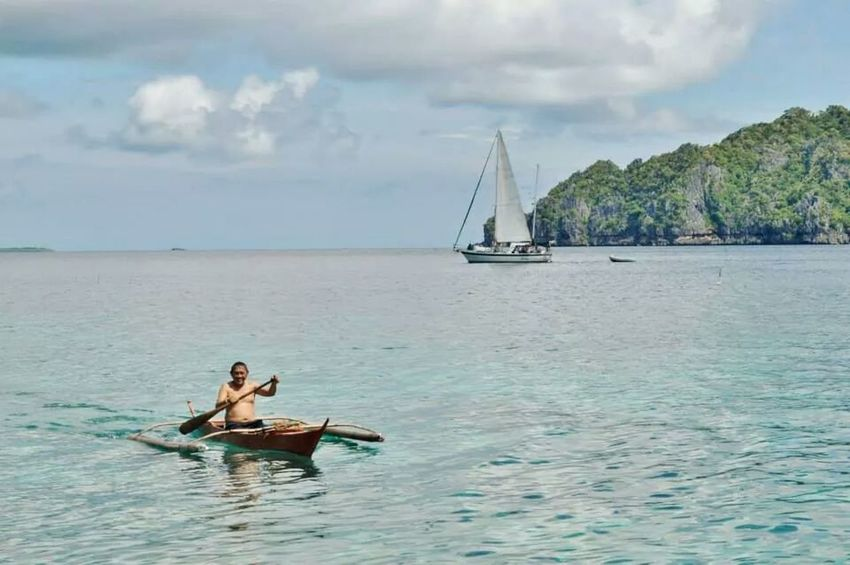 Chillin Island Hopping Philippines