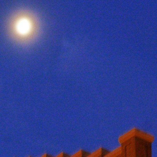 Fría Luna esta mañana despejada. Zaragoza Skylovers Lunalunera Moon igerszgz