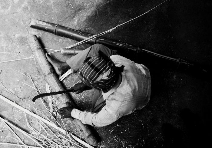 Direction Blackandwhite monochrome photography Monochrome Work India Streetphotography Streetphoto_bw Perspective Photography Perspective Men At Work  Artisian Working Full Length