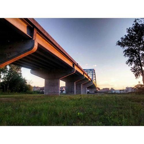 Amelia Earhart bridge fro. Missouri side of river....... Ks_pride Ipulledoverforthis Trb_country Ameliaearhartmemorialbridge Atchison Worknforthat8day12hrwalktocolorado