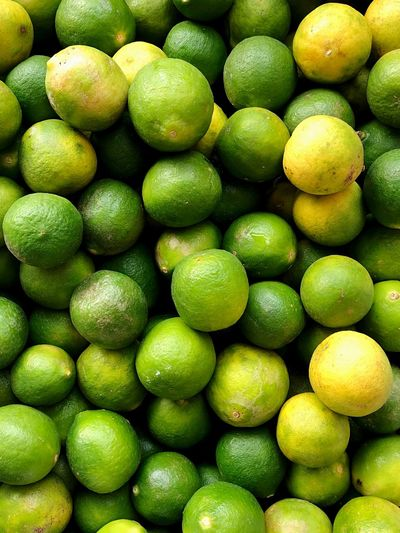 Limette Healthy Green Healthy Eating Fruit Green Color Backgrounds Full Frame Freshness Citrus Fruit Food Food And Drink Abundance Large Group Of Objects Healthy Lifestyle No People Yellow Close-up Day Indoors  Nature Supermarket