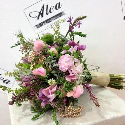 Bridal Bouquet by Alea. Congrats Marta. Alea Bridalbouquet RamoDeNovia Bodas Bride Rosas Roses Inspiration Inlove Flowers Fleurs Fiori Blumen Brit vigo Galifornia Lovemyjob