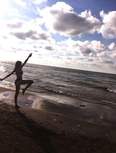 Sky Sea Water Beach Land Cloud - Sky Horizon Over Water Sunlight Lifestyles Leisure Activity Nature