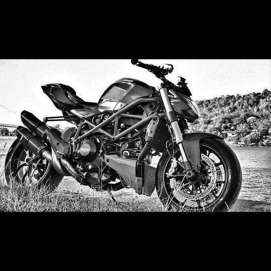 Ecstacy=sound of full throttle quickshifting a ducati up to redline. Ducati Ducatistreetfighter Bike Akrapovic bestsounds fallrides quickshifting redline 158sofar motorcycle
