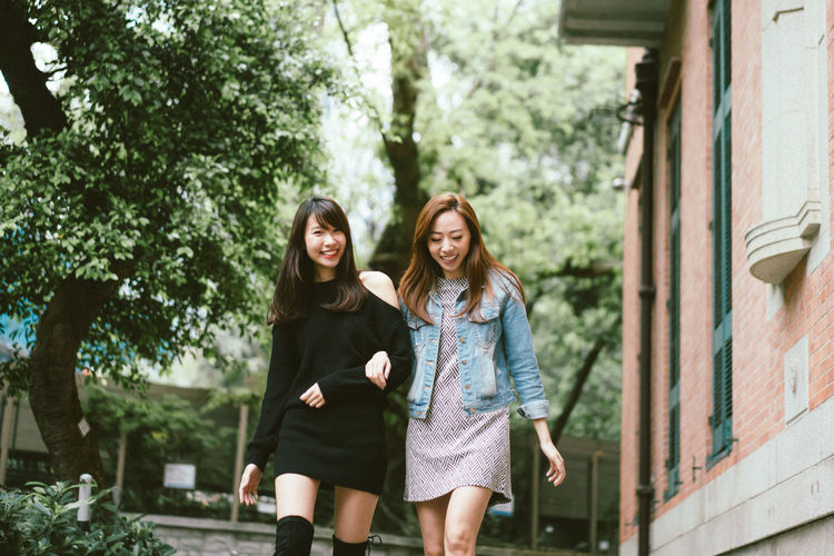 FRIENDSHIPGOALS Girl Power Walking Around Casual Clothing Friendship Front View Happiness Outdoors Smiling Together Togetherness Two People Walking Young Adult Young Women