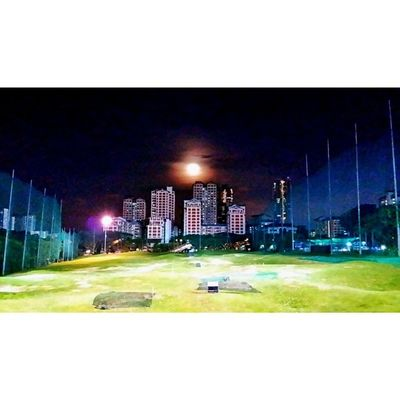 You gotta love the moon. ? Allshots_ FollowFollowFollow Ig_singapore Gf_singapore ig_golf ig_moon igersoftheday insta_republic mobilephotography photooftheday photo4u_no picoftheday sgig webstagram samsung. ? Singapore golfrange golfcourse golf field moon night buildings lights.