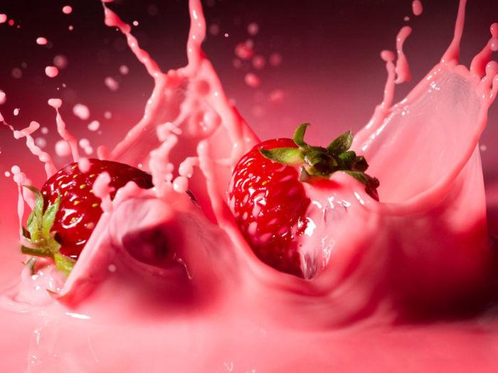 Slpashing Strawberries Fruits ♡ Berrylicious ! Yummy♡ Mouthwatering Milkshake✌ Fruitporn