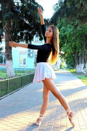 Russian Girl Pointe Shoes Ballet ❤ Legs