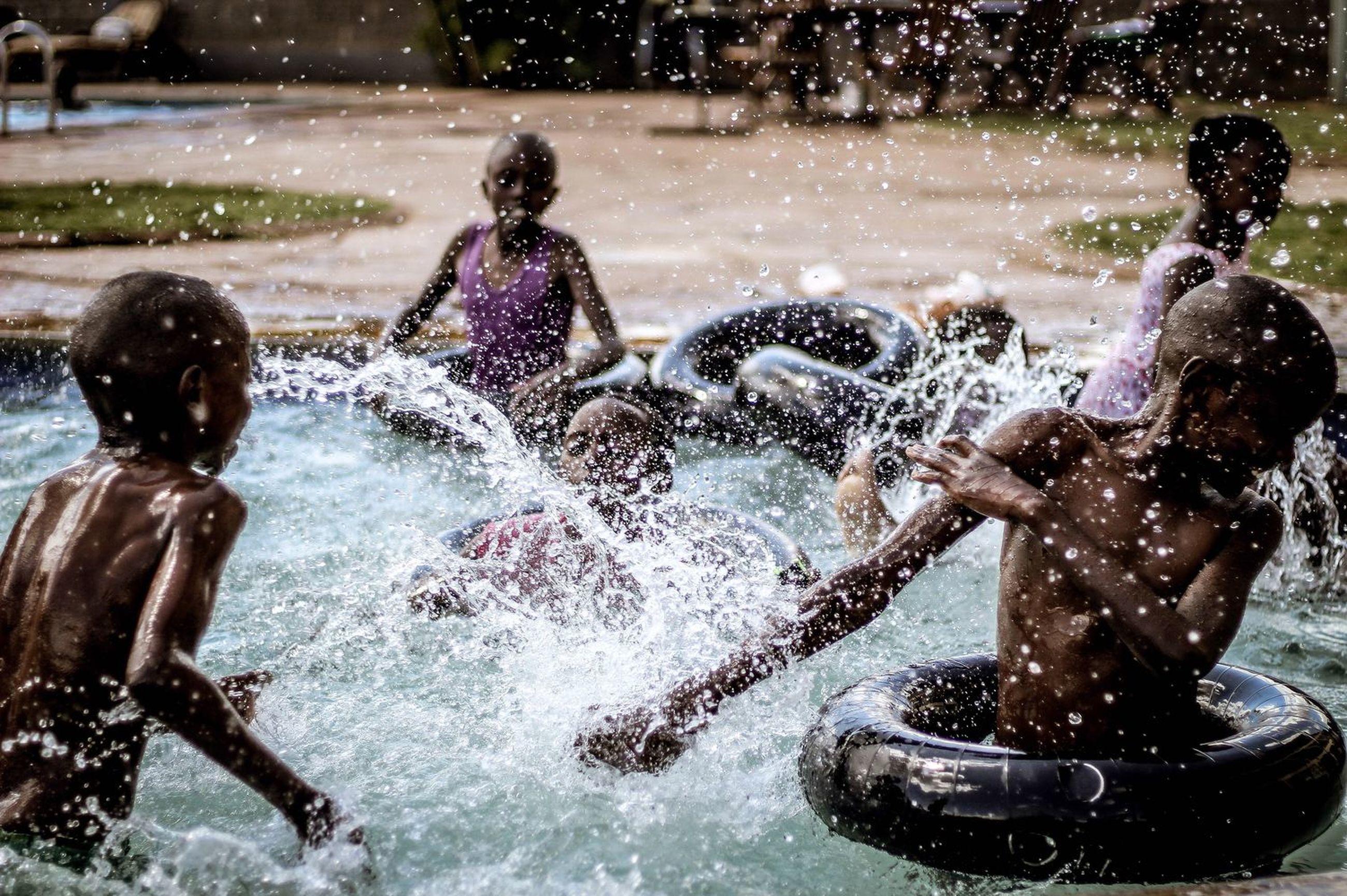 splashing, water, motion, fun, outdoors, day, real people, swimming pool, swimming, spraying