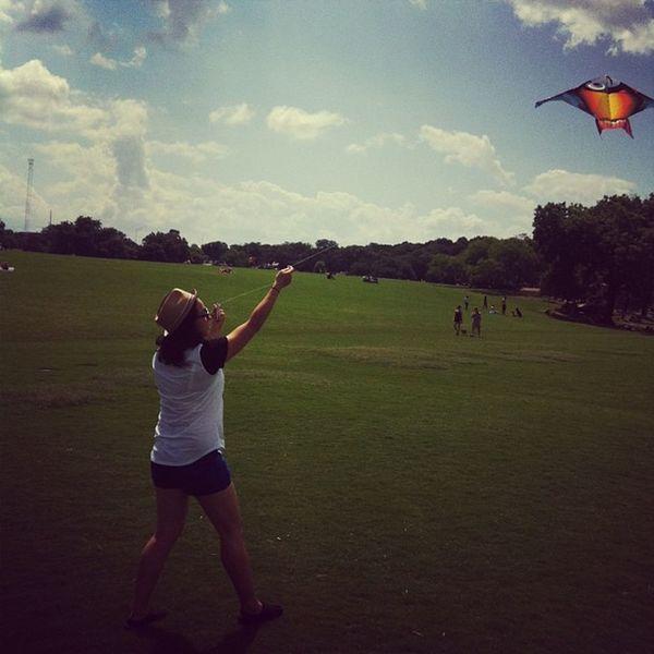 Kites & smoothies Memorialday ZilkerPark Kites ATx atxfun park summer kiteflying