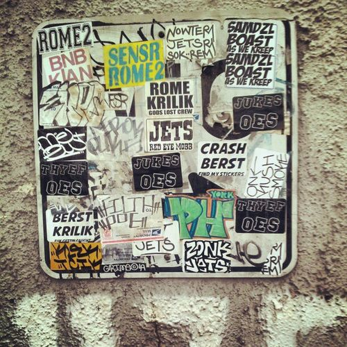 Sticker war Graffiti Art ? CLAIMING Greatfind downtown @losangeles
