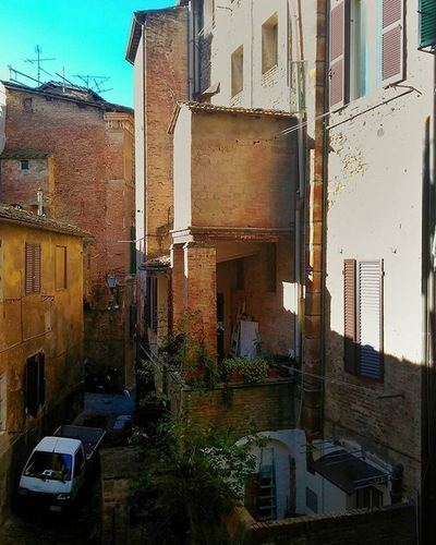 A little Corner of Siena Ig_siena Tuscany Italy Vivoinunpostobellissimo Instapic Instagood Followme Likers Likeforlike Pointofview Mypointofview Medievalcity