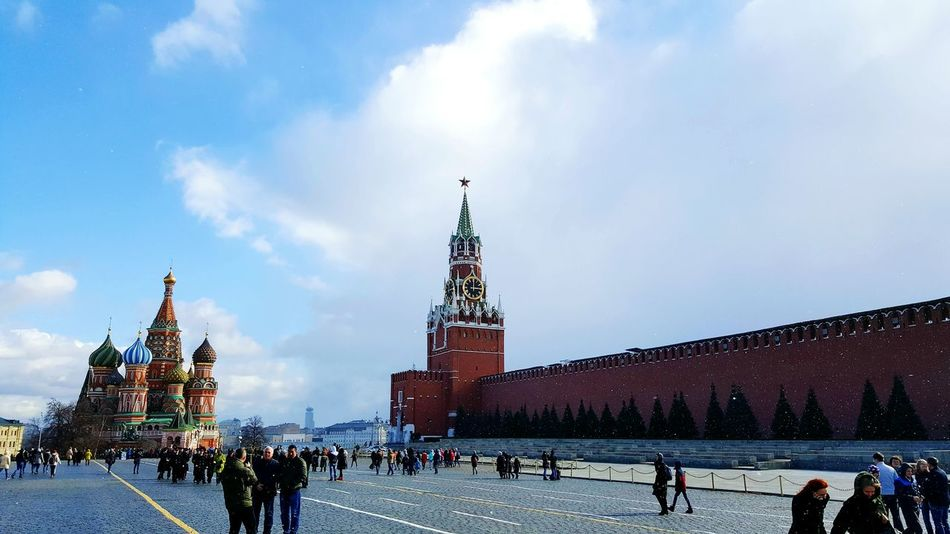 Travel Destinations City Architecture Travel Tourism Clock Tower People Snow And Sun Sun And Snow Kremlin Kreml Moskau Kremlin Architecture Russia Red Square Moscow Red History St. Basil's Cathedral In Moscow St. Basil's Cathedral Main Square