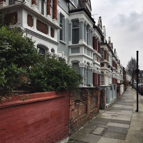 Streets Of London Residential Building London Housing Spring In London