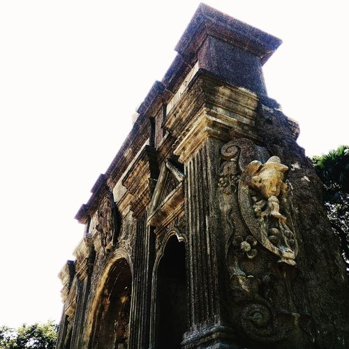 """The past is a candle at great distance: too close to let you quit, too far to comfort you."" - Amy Bloom, Away Arch UST Universityofsantotomas Low Angle View Old Nostalgia Architecture Structure ArchoftheCenturies Art"