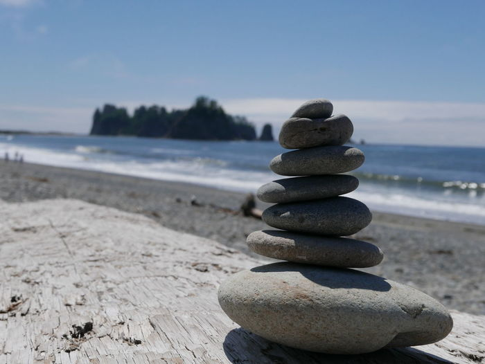 Rialto Beach Arrangement Balance Beach Close-up Focus On Foreground Pebble Rock - Object Sand Scenics Sea Stack Vacation Water
