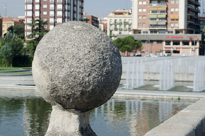 Arquitectura, escultura y parques de Madrid. Parque del Rio Manzanares, esfera de piedra. 2013 Architecture Building Exterior Built Structure City Day Eddl Madrid No People Outdoors Reflection Sphere Stone Water