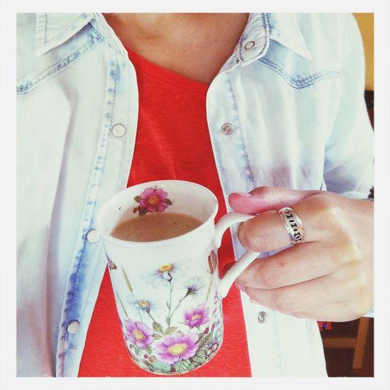 mi taza, te y camisa favoritas