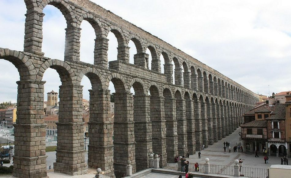 Acueducto-Segovia Acueducto Segovia,spain Callesdesegovia Passeando Por Las Calles De Segovia Aqueduct Aqueductofsegovia Paseo Por Segovia At Acueducto De Segovia Segoviastreets