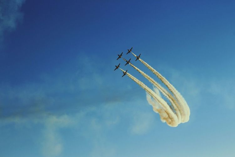Airshow Flying Sky Teamwork Vapor Trail Smoke - Physical Structure Blue Speed Transportation Aerobatics Airplane Day Motion Mid-air Air Vehicle Outdoors Low Angle View Stunt No People Fighter Plane EyeEmNewHere Canon EyeEmNewHerе Eyeemphotography Travel Photography