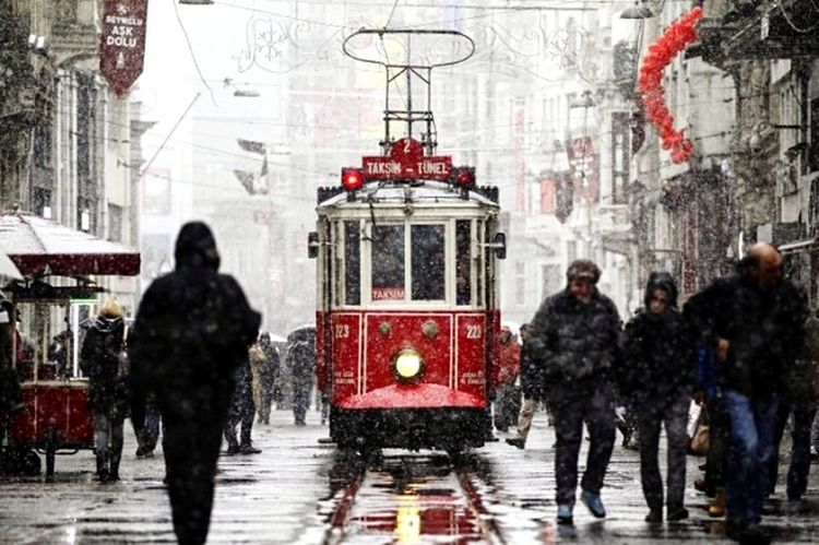 Winter Cold Temperature People Snowing Snow Real People City Looking At Camera My Favorite Photo Myprofile Nature Day Turkey Türkiye My Photography First Eyeem Photo EyeEmBestPics Beauty In Nature No People EyeEm Best Shots EyeEm Gallery EyeEmBestEdits Cloud - Sky Istanbul White