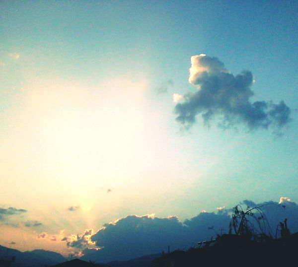 Sky Enjoying The Sun Theskyaboveus Sunny