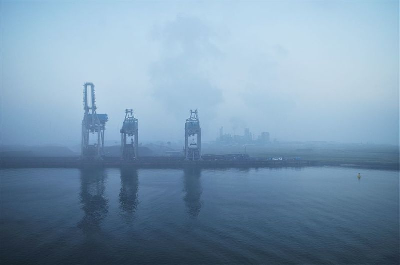 harbor architecture in rotterdam on a foggy morning Hafen Harbor Architecture Beauty In Nature Built Structure City Cold Temperature Day Fog Foggy Hazy  Mist Nature No People Outdoors Sea Sky Tranquility Travel Destinations Water Waterfront Winter