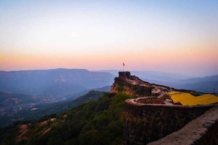 Afzal Tower, Pratapgarh Fort, Satara District, Maharashtra. Fortsinindia Fortsofindia Mahabaleshwar Satara Chhatrapatishivaji WestIndia Architecturearchitecture History Travel Destinations Travel Sunset Landscape Sky Scenics Nature Mountain