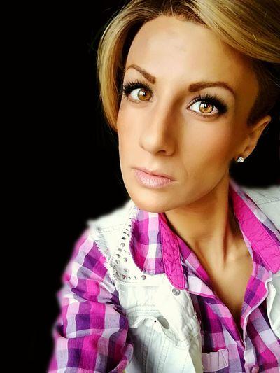 Hát igen ez is én vagyok!! Magyar lány sminkben, és egy amatőr fotóssal!! De ügyes volt!! Köszönöm a gyönyörű képeket!! 🤗🤗🤗Brown Eyes Blond Hair Blonde Model Women Photo Portrait Blonde Girl Face Colorphotography 30 Makeup Astor