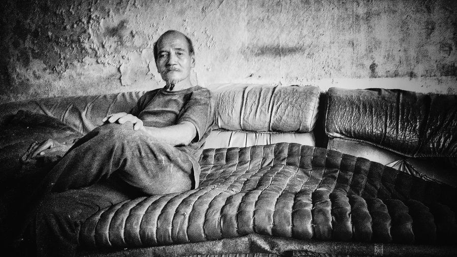 Life's to short... Live no regret!!!Blackandwhite Photography Blackandwhite Relaxing Hello World Poverty But Happiness Homeless Scavanging AndroidPhotography Xiaomimi4i Oldpeople Happypeople Poverty Poverty_moments Xiaomiphotography Xiaomi Xiaomiindonesia Xiaomiphotograph Xiaomipics