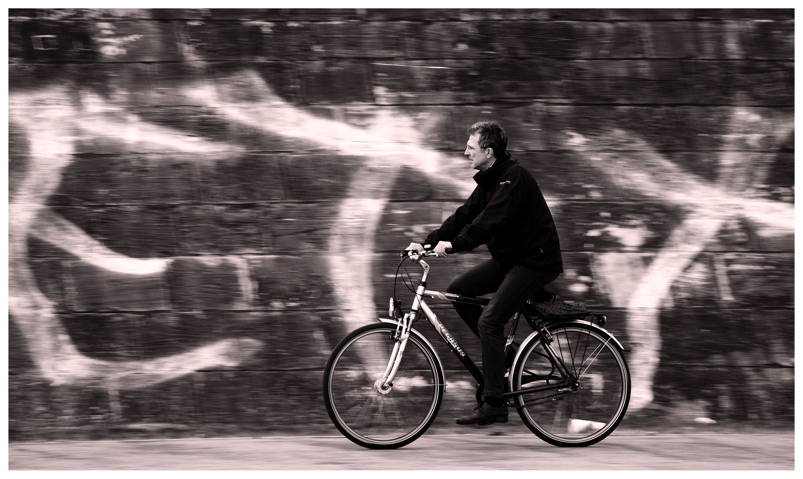 bicycle, transportation, mode of transport, land vehicle, full length, riding, cycling, side view, shadow, motion, on the move, travel, outdoors