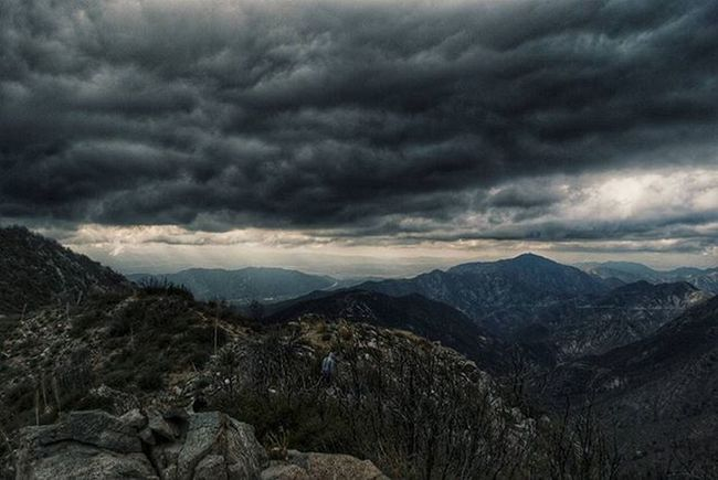 I honestly wish I could build my house up here and wake up to this view everyday 😍😐 DiscoverLA Conquer_ca Conquer_la Sangabrielmountains Angelesnationalforest ABC7Eyewitness Socalhiking Getoutside Illgrammers Cloudporn Underatedgrams