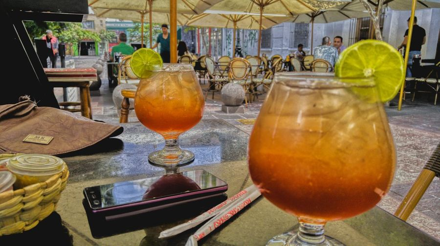 Bebidas iguales Food And Drink Refreshment Drink Alcohol Orange Color Lemon Raw Photography Creativity Multi Colored Beutiful  RAWphotography Nice Bestmoment Relaxing Time