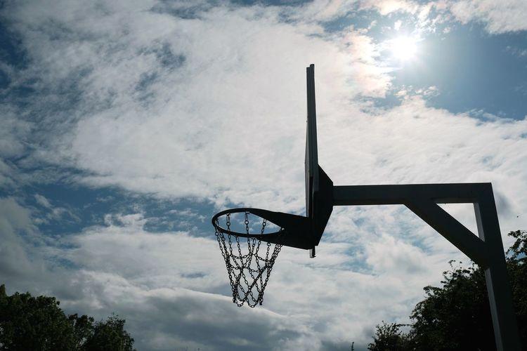 Urban EyeEm Selects Eye4photography  EyeEm Gallery Sun Sunlight Light And Shadow Light Basketball - Sport Court Basketball Hoop Athlete Sport Competition Skill  Sportsman Sky Cloud - Sky Basketball Outdoor Play Equipment