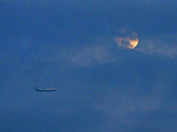 Nikon P7700 Moon Air Plane