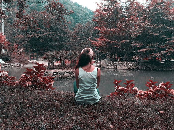 Relaxing Moments Autumn colors Autumn Leaves Autumn🍁🍁🍁 Adult Beauty In Nature Casual Clothing Change Day Hairstyle Lake Leisure Activity Lifestyles Nature One Person Outdoors Plant Real People Rear View Sitting Tree Water Women Young Adult Young Women A New Beginning Tranquility Nature Beauty In Nature
