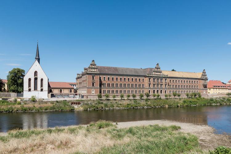 Deutschland Grimma Gymnasium St. Augustin Historische Altstadt Keine Menschen Klosterkirche Architektur Fluss Historisches Gebäude Klarer Himmel Mulde Sachsen Tag