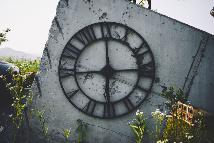 Architecture Clock Clock Face Close-up Day Hour Hand Minute Hand Nature No People Old-fashioned Outdoors Sky Time Tree