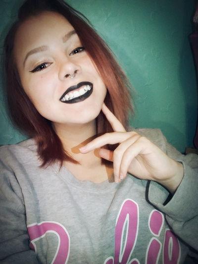 Me Black Selfie Makeup Septum